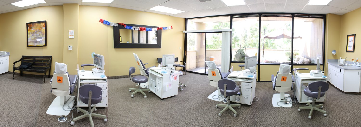 Irvine-Orthodontics-iSmiles-Orthodontist-Office-Picture-slider